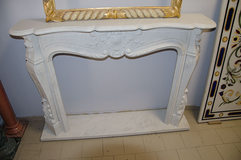 Simple Frieze Fireplace. French-style fireplace, with a simple and elegant central frieze in white marble having the dimensions of 140x110x30, possibly available in different sizes on customer request.