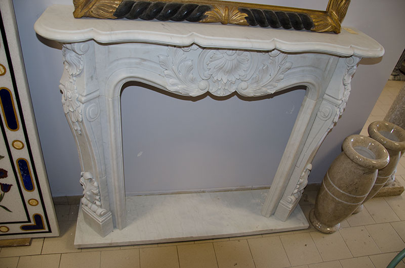 Camino Rich Central frieze. French-style fireplace with a beautiful central frieze having sizes 140x110x30 possibly feasible in different sizes on customer request.