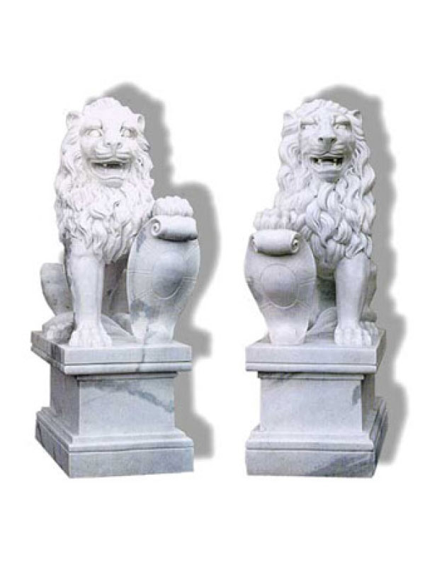 Pair of Lions in Marble with Shield. To be placed at the entrance of villas, gardens, stairways. You can carve your house symbol on the shield.